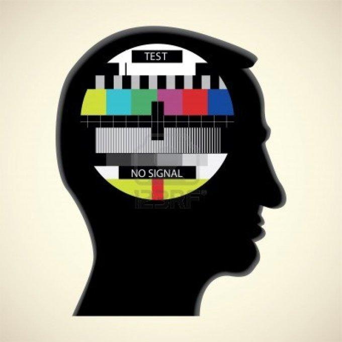11904536-prova-tv-a-colori-in-testa-umana--illustrazione-astratta